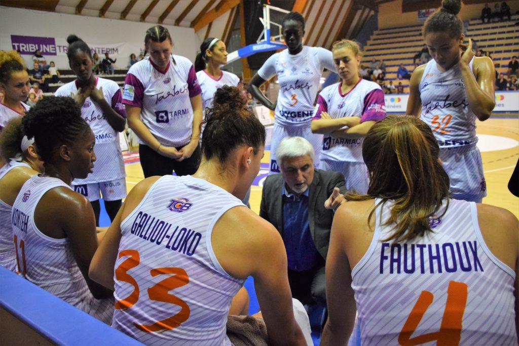 Photos d'un temps mort pour l'équipe de basket féminin du TGB pendant le championnat LFB 2018-2019